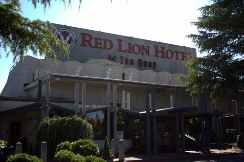 Red lion hotel restaurant entrance